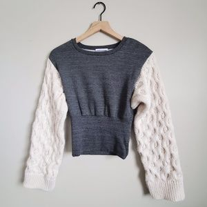 UNIQUE Sweater with Cable Knit Sleeves